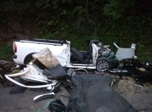 Veículo foi destruído na colisão