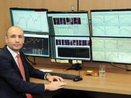 O curso será ministrado por Luiz Felipe Eichstaedt, que é pós-graduando em Finanças, Investimentos & Banking, possui certificação de Especialista em Investimentos, é consultor de valores mobiliários e há 10 anos de atua no mercado financeiro.