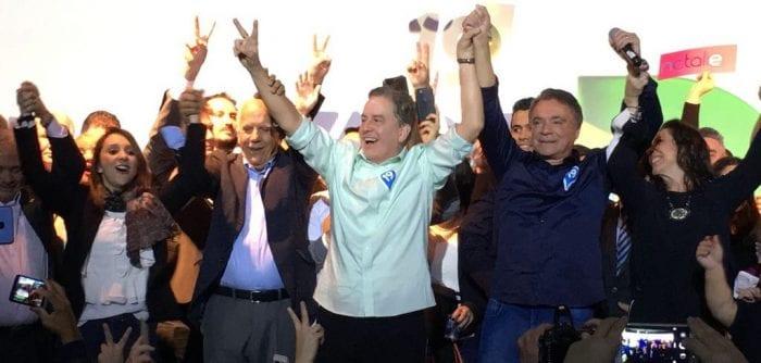 Podemos confirma Álvaro Dias (de camisa azul) como candidato a presidente da República (Podemos)