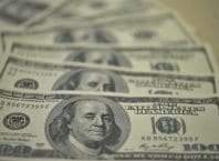 O dólar abriu hoje (8) em baixa cotado a R$ 3,745 para a venda (Arquivo/Agência Brasil)