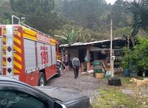 Homem sofreu queimaduras em incêndio (Belmiro Avancini)