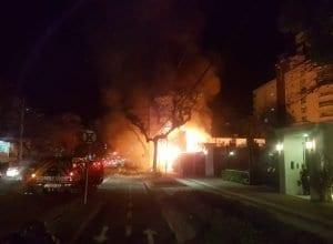 Incêndio atinge canteiro de obras de prédio na Alameda Rio Branco (Leonardo Alegri/Especial)