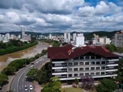 Vista aérea da Prefeitura de Blumenau (Michele Lamin - PMB)