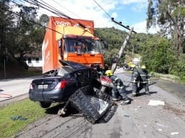 Grave acidente causa óbito na Rua Itajaí, em Blumenau (CBM)