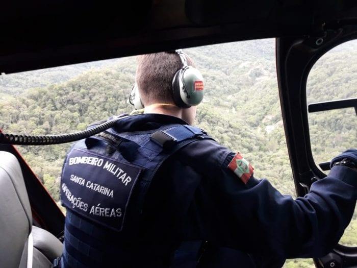Bombeiros militares em busca aérea por Ângelo Antônio Vicente (CMB)