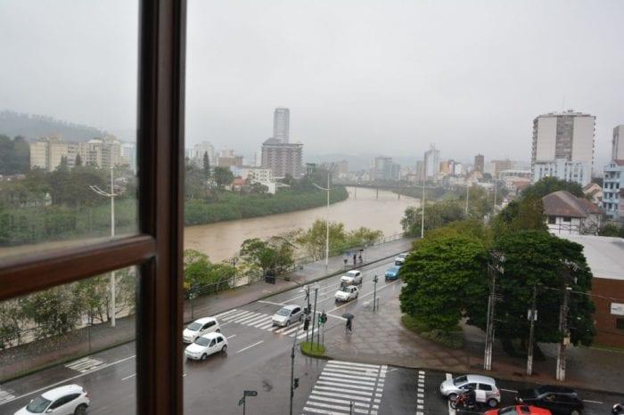 Rio Itajaí-Açu em Blumenau (Michele Lamin - PMB)