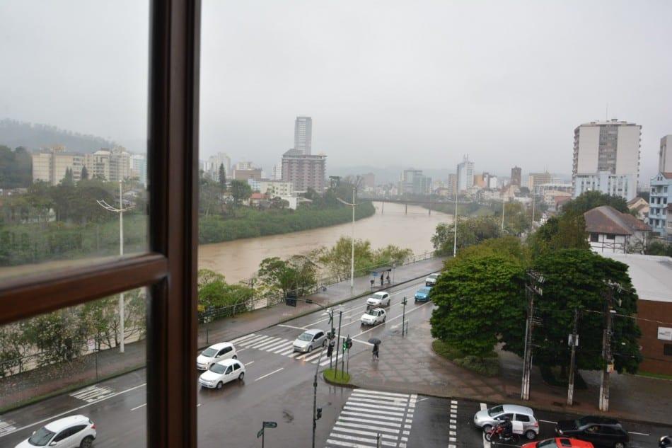 Rio Itajaí-Açu em Blumenau - foto de Michele Lamin