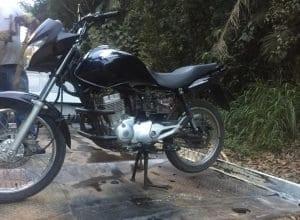 Agentes de trânsito recuperaram moto roubada (GMT)