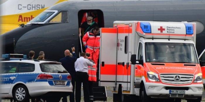 DEPORTADO - O nazista Palij saiu do avião em Düsseldorf nesta terça-feira 21/08/2018, depois de ser deportado dos EUA. (BILD / Sebastian Karadshow / Josef Frank Weiser)