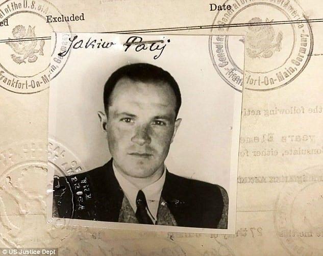 DISSIMULADO - Palij entrou nos EUA em 1949 sob a Lei de Pessoas Deslocadas, uma lei destinada a ajudar os refugiados da Europa do pós-guerra. Na imagem, sua foto de visto de 1949.