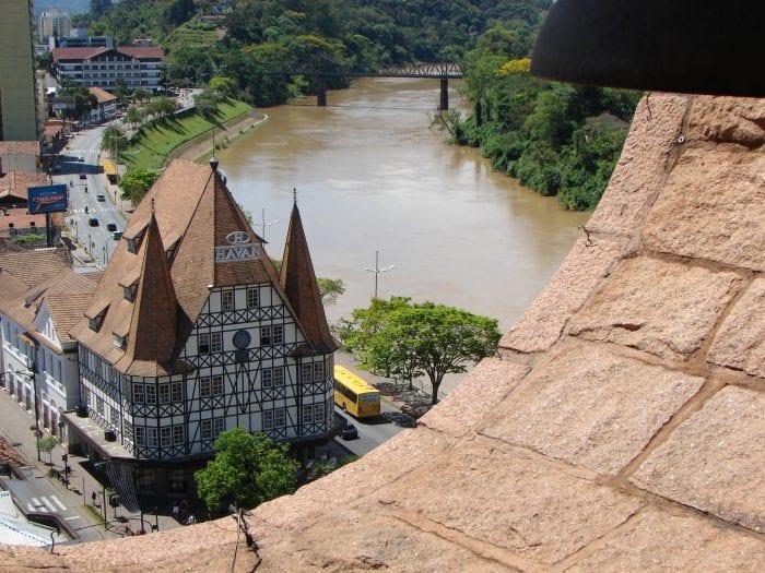 Castelinho da Havan visto da Torre da Catedral São Paulo Apóstolo de Blumenau (Jaime Batista)
