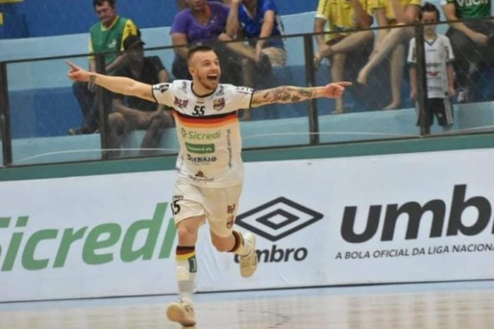 Blumenau Futsal sai na frente, sofre virada e se despede da Liga (Sidnei Batista)
