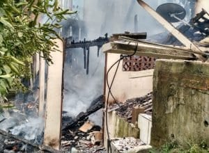 Residência foi destruída pelas chamas, mas ninguém ficou ferido (CBMSC)