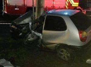 Veículo foi destruído ao colidir com poste (Sérgio Luiz Bagattoli)