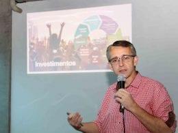 Prefeito Mário Hildebrandt durante apresentação dos resultados da Oktoberfest (Marcelo Martins)