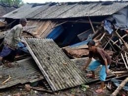 Indonésia registra 373 mortos após tsunami (Antara Foto/via Reuters/Direitos reservados)