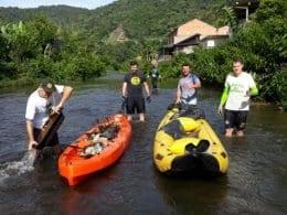 Limpeza do Ribeirão Garcia coleta mais de uma tonelada de lixo (João Muniz/ONG Amigos da Natureza)