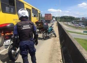 Motocicleta do ladrão ficou estacionada na Via Expressa (GMT)