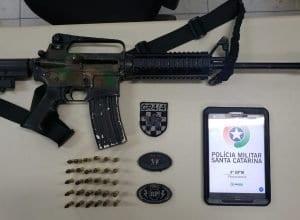 Fuzil AR-15 recolhido pela Polícia Militar em Florianópolis