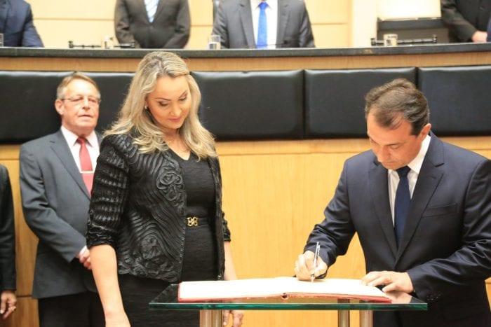 Governador Moisés e da vice Daniela Reinehr tomam posse na Alesc (Julio Cavalheiro/SECOM)