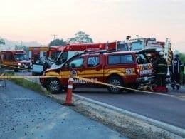 Viaturas no atendimento a acidente na BR-470 - foto de Jefferson Santos/Notícias Vale do Itajaí