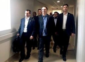 Presidente Jair Bolsonaro, após alta, durante saída do Hospital Albert Einstein - foto da Presidência da República