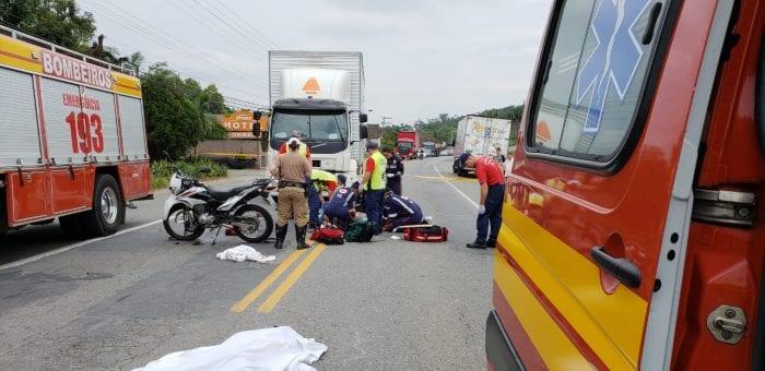 Trabalho de socorristas no atendimento as vítimas - foto do CBMSC