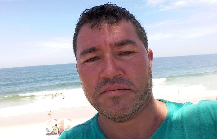 """Ademir José Ferreira """"nasceu de novo"""" após ficar quatro horas soterrado. - foto do facebook pessoal"""