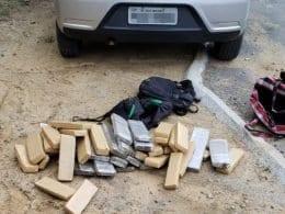 40 quilos de maconha são encontrados em veículo em posse de um jovem de 21 anos - foto da PMSC