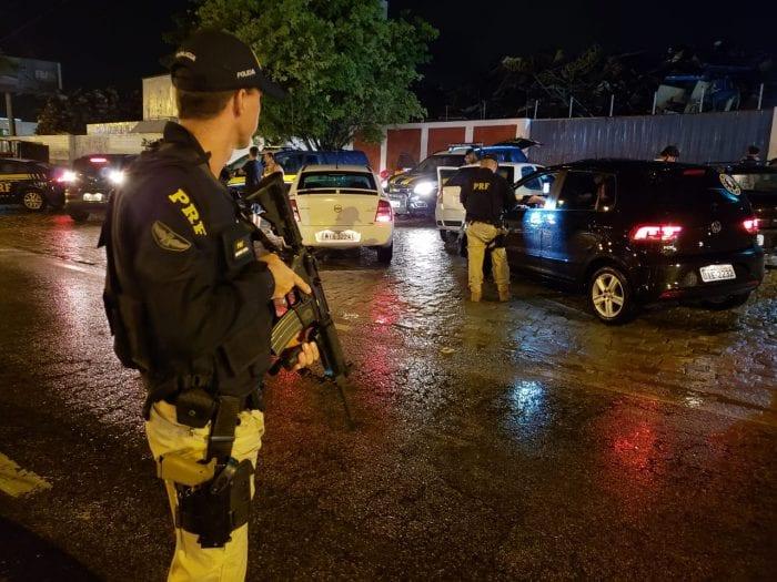 Polícia Rodoviária Federal durante fiscalização em Santa Catarina - foto da PRF