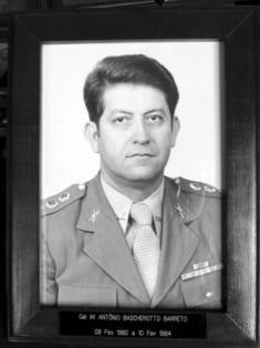 ATUAÇÃO MARCANTE: Coronel de Infantaria ANTÔNIO BASCHEROTTO BARRETO: atuação marcante nas enchentes de 1983/1984 rende gratidão permanente da comunidade Blumenauense - foto do Acervo 23º Batalhão de Infantaria