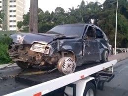 Veículo ficou parcialmente destruído com a colisão - foto de Belmiro Avancini/Menina FM