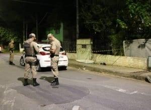 Polícia isolou o local do homicídio - foto de Jefferson Santos/Notícias Vale do Itajaí