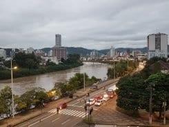 Rio Itajaí-Açu noite desta sexta-feira - foto de Filipe Rosenbrock