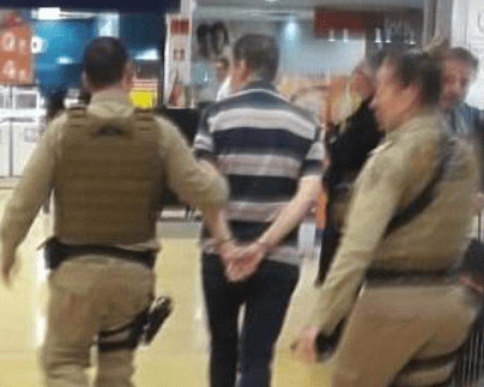 Vereador Fink após ser detido pela Polícia Militar - foto das redes sociais