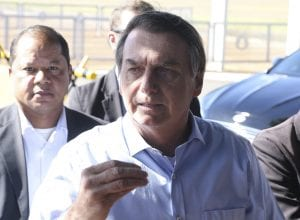 O presidente Jair Bolsonaro fala à imprensa no Palácio da Alvorada - foto de Valter Campanato/Agência Brasil