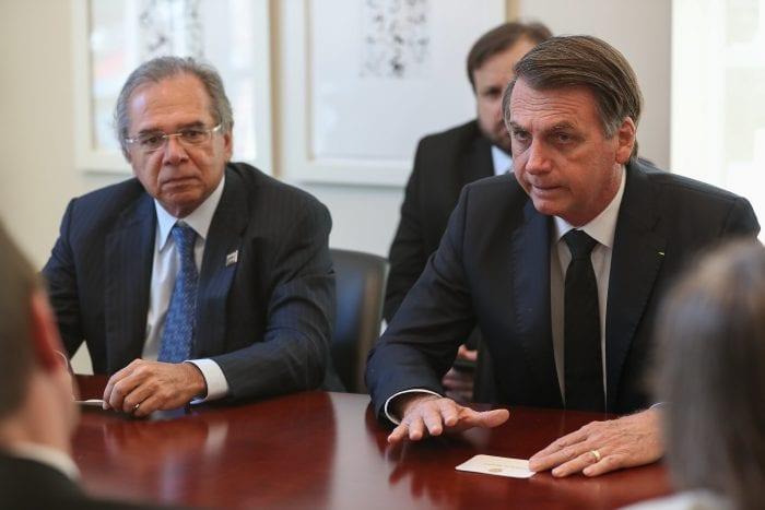 Presidente da República Jair Bolsonaro acompanhado do Ministro da Economia Paulo Guedes - foto de Marcos Corrêa/PR