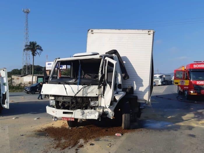 Acidente entre caminhões BR-470 em Navegantes deixa dois feridos - foto da PRF