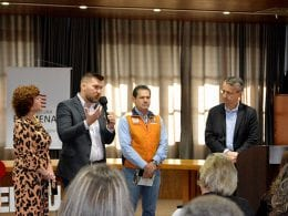 Prefeito Mário Hildebrandt durante reunião sobre o tema hoje - foto de Marcelo Martins