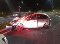 Veículo ficou muito danificado pela colisão com mureta na Rua Humberto de Campos - foto da Guarda de Trânsito