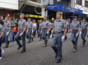Alunos do Colégio Militar de Blumenau - foto de Filipe Rosenbrock