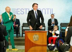 Presidente Jair Bolsonaro assina MP para nova carteirinha estudantil - foto de Alan Santos/PR