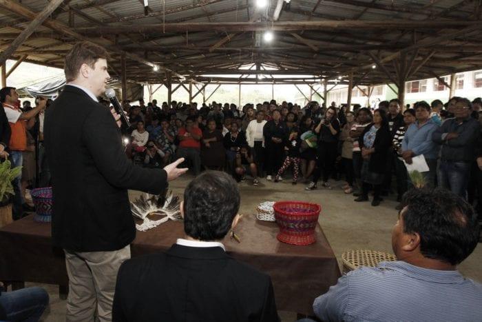 Ministro Gustavo Canuto em reunião com na terra indígena Laklãnõ-Xokleng - foto de MDR