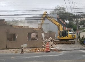 Obra da República Argentina ganha frente de trabalho com demolições de casas desapropriadas - foto da Semob