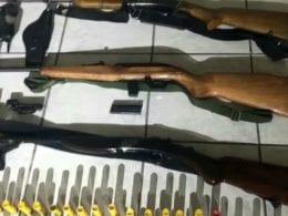 Armas e munições apreendidas em posse de homem no bairro Progresso - foto da PMSC