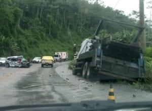 Colisão entre veículo e caminhão causa morte na Serra da Vila - foto das redes sociais