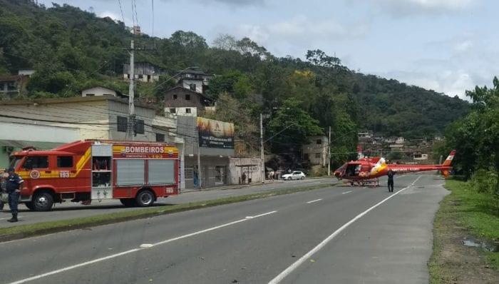 Trânsito ficou bloqueado durante atendimento as vítimas de acidente na Rua das Missões - foto do CBMSC