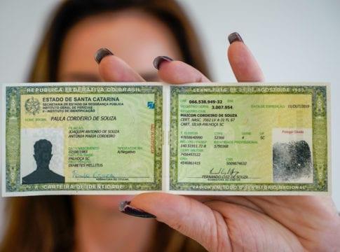 Nova Carteira de Identidade - foto de Ricardo Wolffembüttel