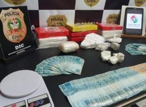 Drogas e materiais apreendidos em operação nesta terça-feira em Blumenau - foto da PMSC
