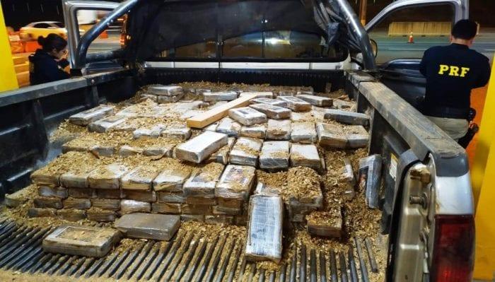 Carga de cocaína apreendida em falso transporte de cocos na BR-101 - foto da PRF